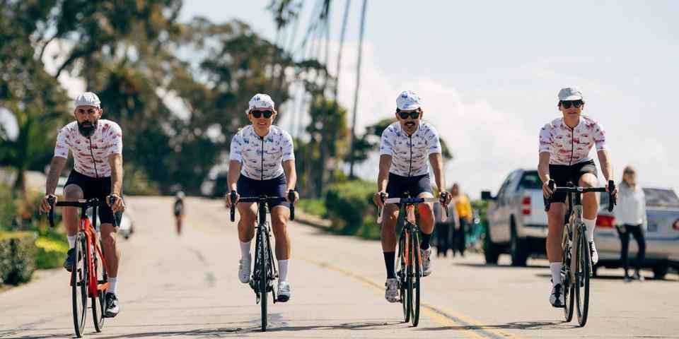 Juliette Seban – Le Café du Cycliste – Toile de Jouy – 4 cyclistes
